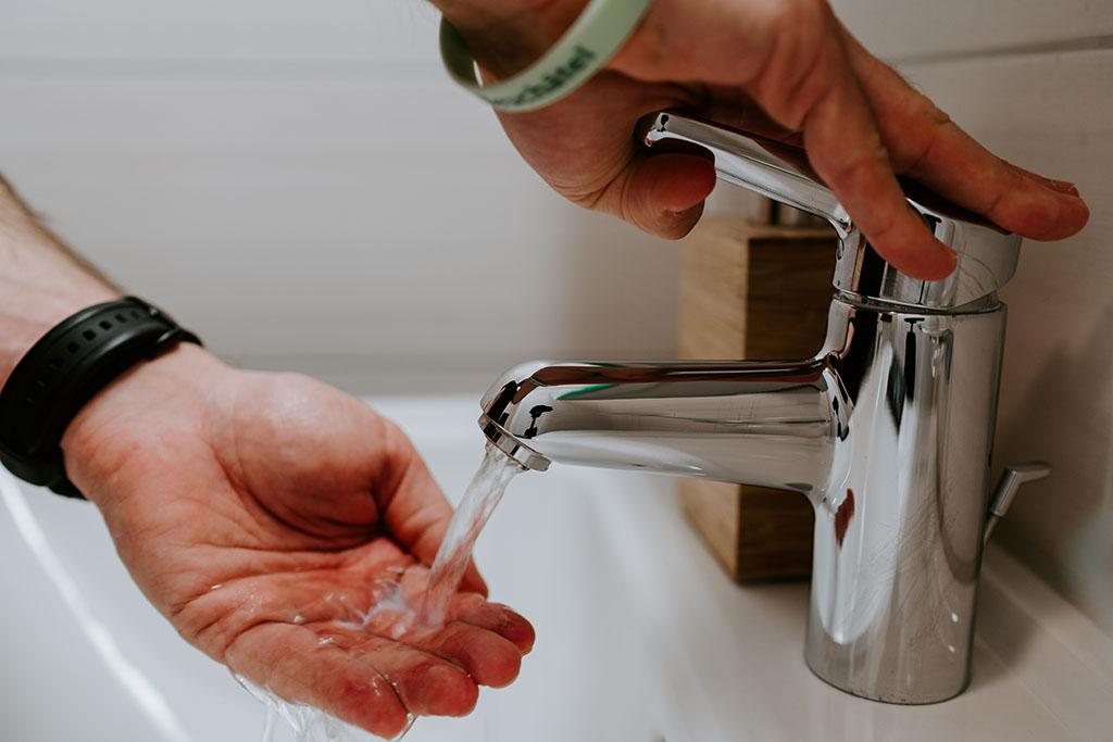 Consejos para regular el consumo de agua en grifos